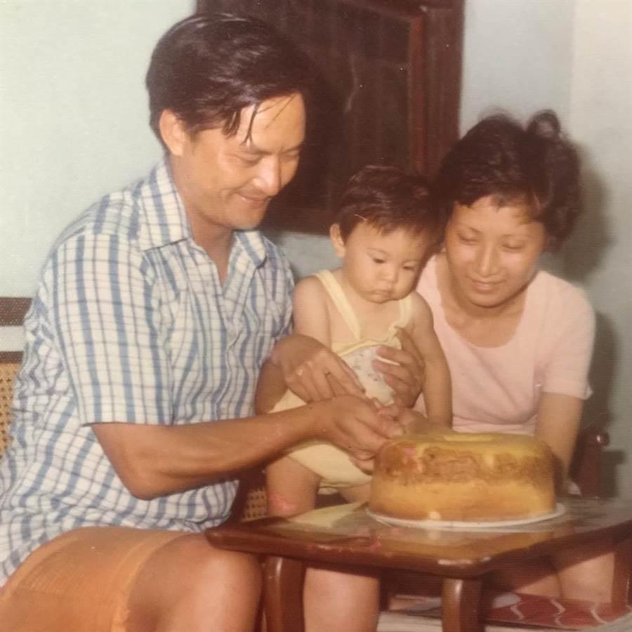 劉真和父母的合照。(圖/FB@劉真)