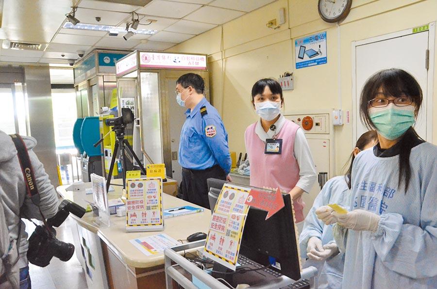 防範新冠肺炎,桃園市衛生局提前部署,研議11家急救責任醫院將暫停探病。(賴佑維攝)