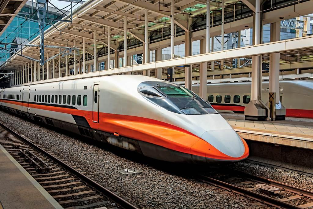高鐵訂票選哪節車廂最安靜?內行人指出第1、5、12,這三節是無動力車廂,沒高頻馬達聲。(圖/達志影像)