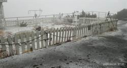 天氣濕冷 玉山今晨降雪1公分