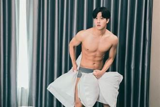 韓國歐巴穿原味內褲男男床戰超養眼
