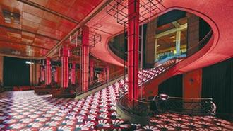 MIUMIU玩弄優雅 打造復古電影院