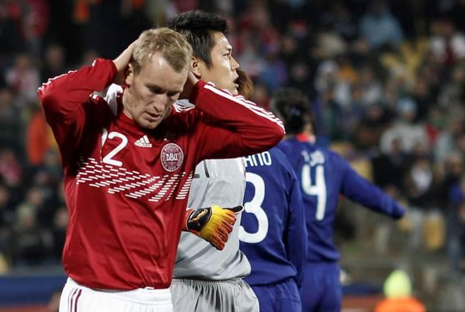 前丹麥國腳卡倫伯格被確診新冠肺炎,圖為他參加2010世足賽的資料照。(路透)