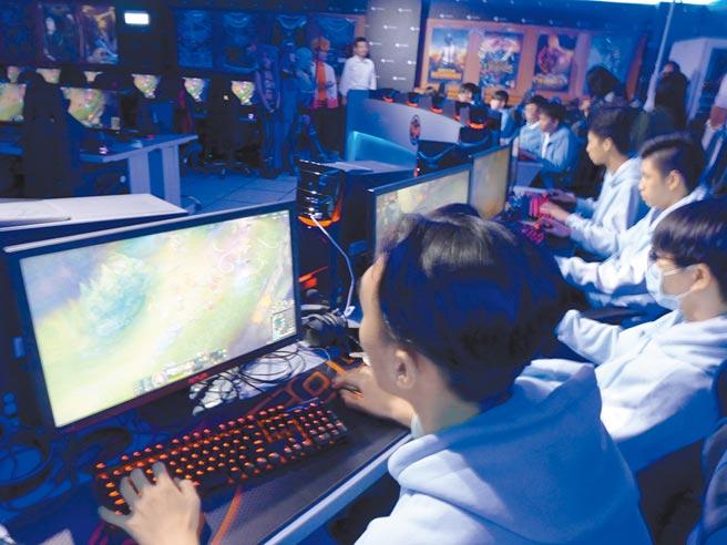 「電競運動」不僅僅停留在打玩遊戲階段,他背後的是一個環環相扣的產業鏈。圖/本報資料照片