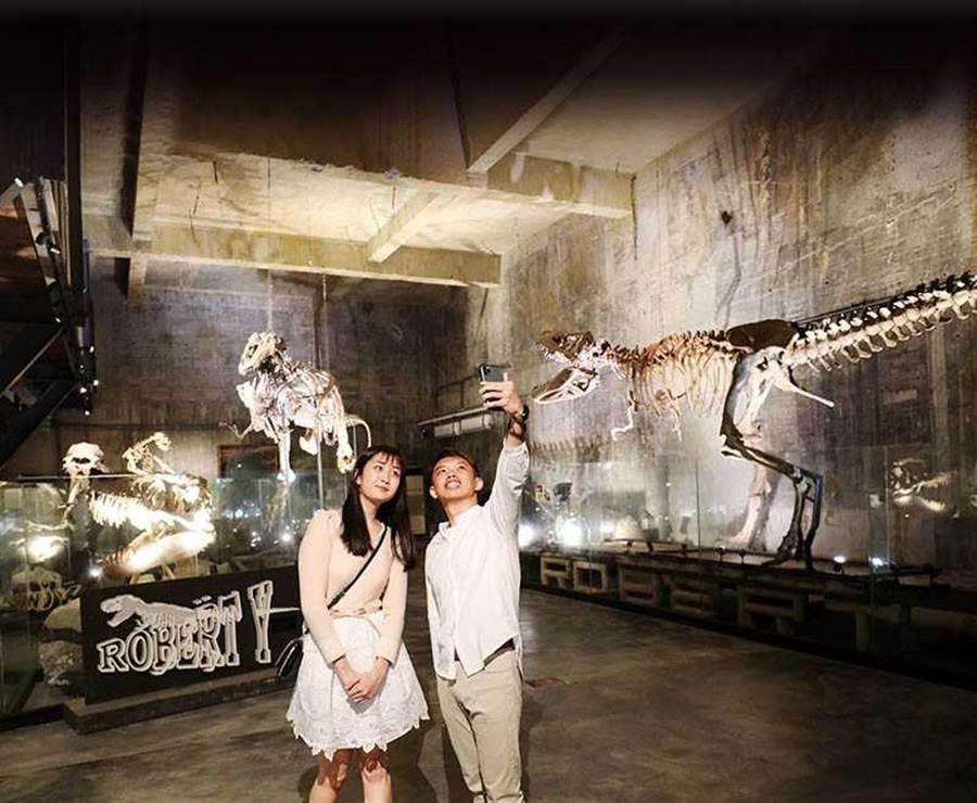 廢墟博物館的恐龍化石高大完整,相當吸睛。(圖/于魯光攝)