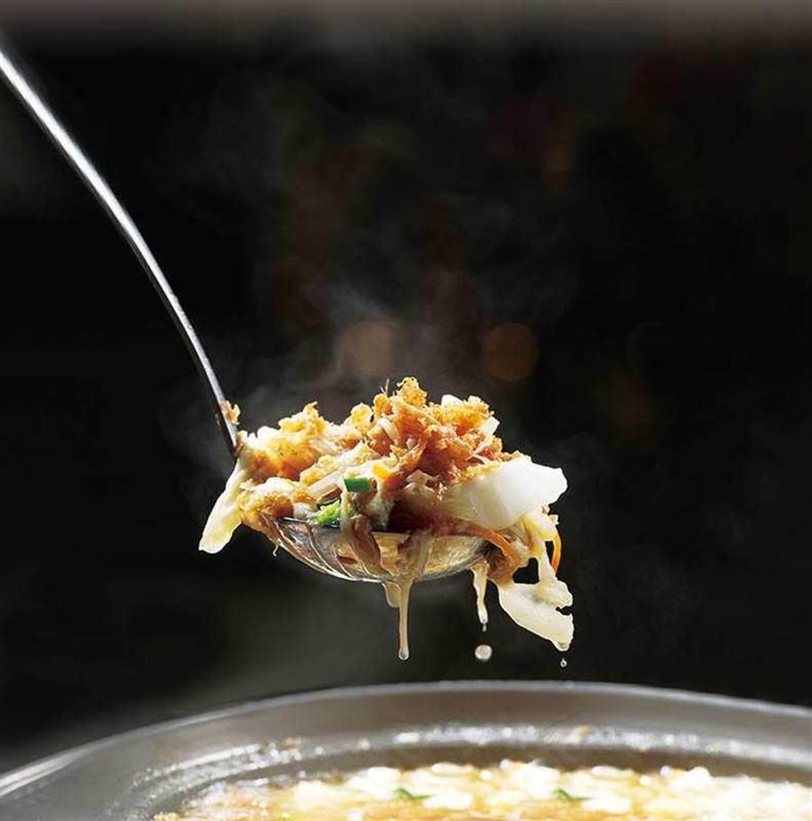 蘇澳服務區內「富美食堂21」的「西魯肉套餐」,是宜蘭小吃的代表(198元/套)。(圖/于魯光攝)
