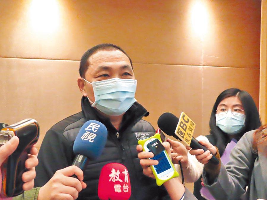 新北市長侯友宜認為,酒駕殺傷力不輸新冠肺炎病毒。(葉德正攝)