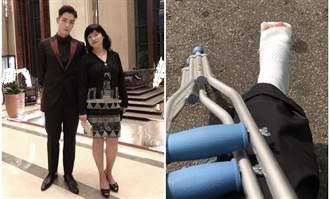 獨/黃雅珉腳骨裂坐輪椅 19歲帥兒暖心回6個字
