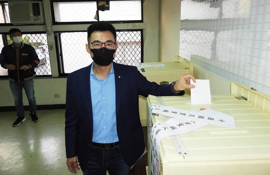 江啟臣在黨主席補選投給自己一票,力倡國民黨改革。(陳世宗攝)