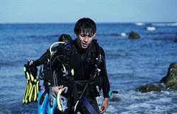 男星8度低溫潛水「腳完全不能動」等搶救:生命到這了!
