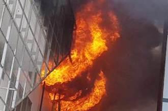 彰濱工業區的電鍍工廠大火 週日休假烈焰沖天