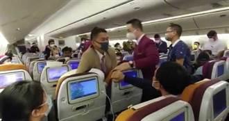 不滿消毒太久 女乘客對空姐狂咳慘遭壓制
