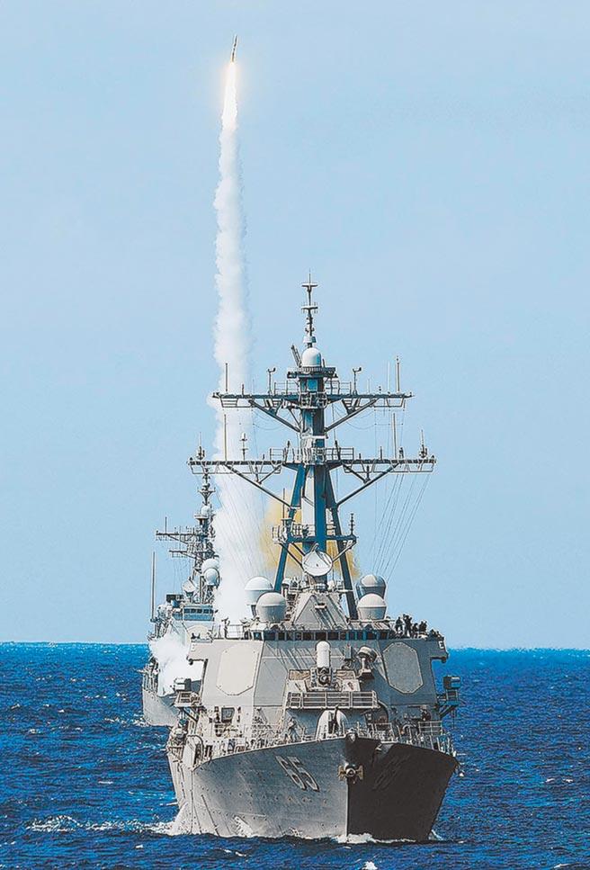 美軍班福特號(DDG 65)驅逐艦垂直發射飛彈。(取自美國海軍官網)