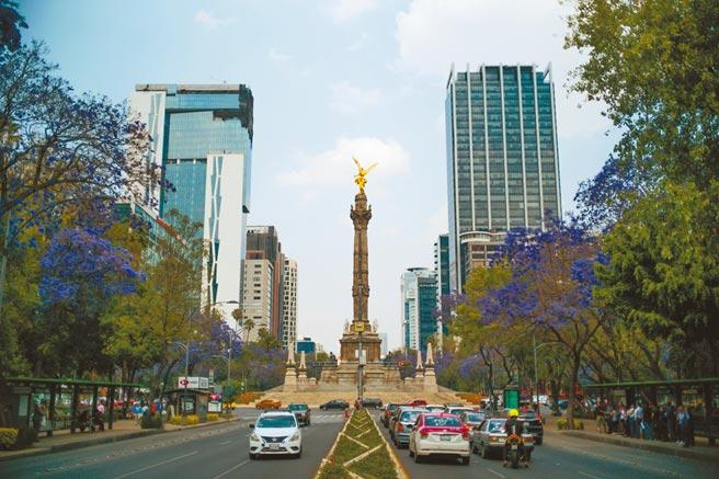 墨西哥城獨立天使紀念碑。(新華社)
