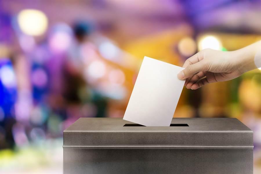 由於先驅們的努力,女性才能享有投票等權利(示意圖/達志影像)