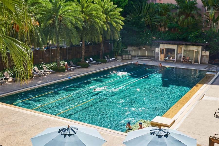 凡是住客皆可使用飯店內的游泳池。(永豐棧酒店提供)