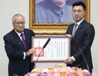 江啟臣就任國民黨主席 接下當選證書