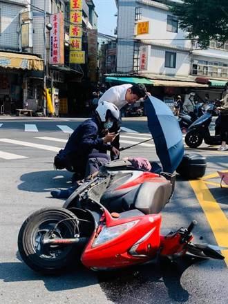暖心議員幫車禍傷者撐傘 網友直誇:最美的風景