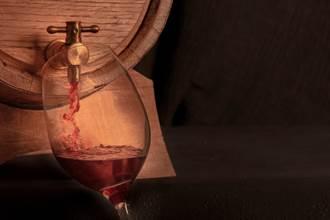 義大利小鎮水龍頭狂噴免費紅酒 居民全嗨翻