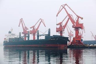 陸需求銳減 油輪淪為海上儲油槽