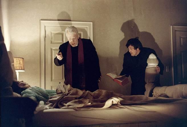 麥斯馮西度在《大法師》扮演神父。(摘自IMDb)
