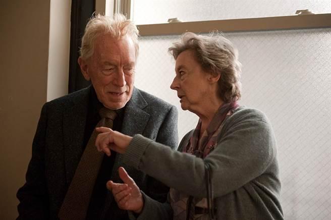 麥斯馮西度(左)在《心靈鑰匙》以零台詞挑戰奧斯卡最佳男配角。(摘自IMDb)