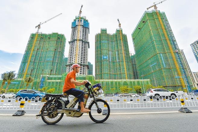 海南限購政策再加碼,本地居民限購2套。圖為海南海口市一開發樓盤。(中新社資料照片)