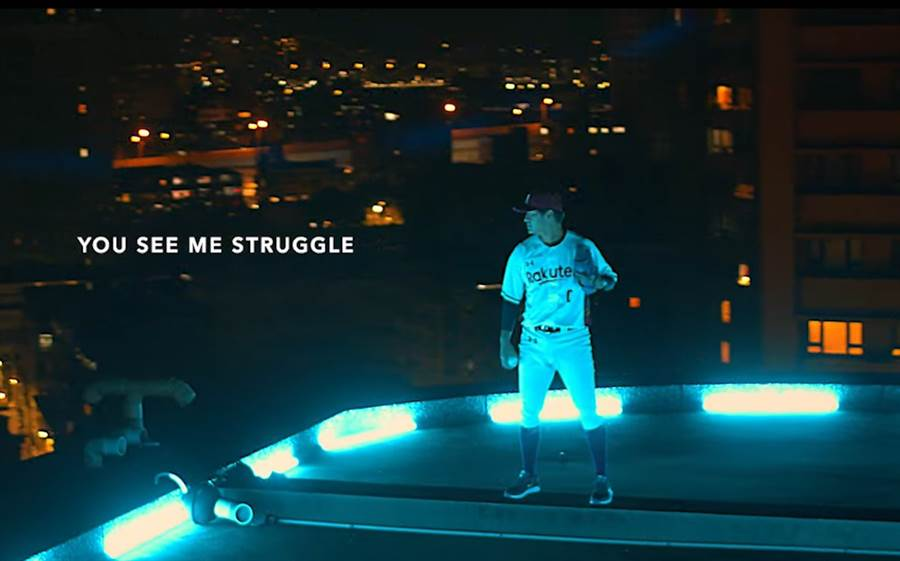 陳禹勳在樂天桃猿的開戰影片中,站在炫麗的城市頂端享受一場0犯錯空間「勳如捷的生存遊戲」。(截自影片/鄧心瑜傳真)