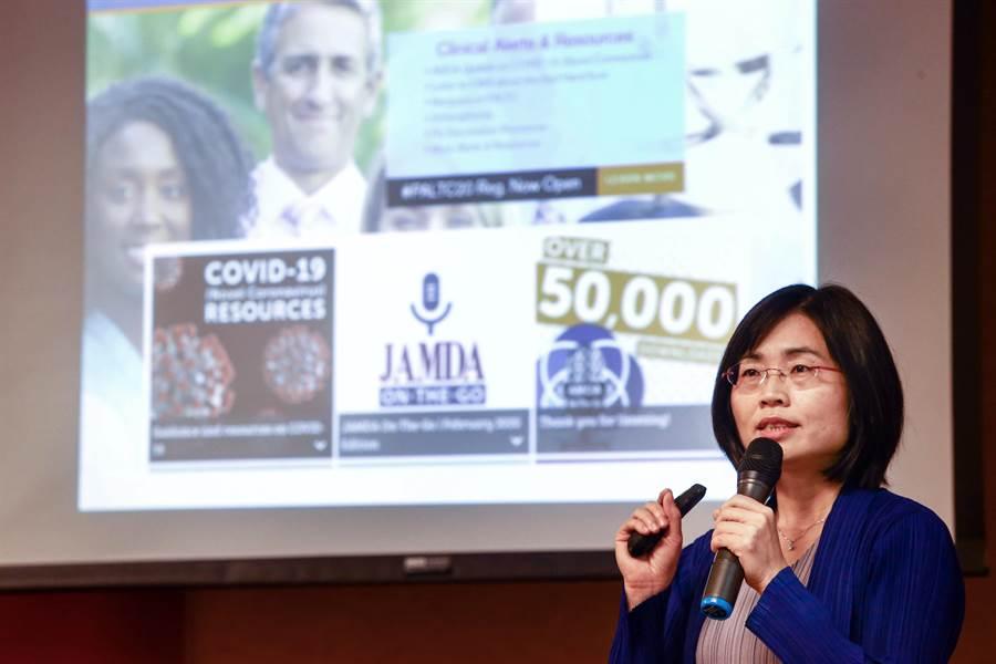 台大健康政策與管理研究所副教授陳雅美表示,從國外的經驗來看,台灣下一個防疫關鍵將是在長照機構,受影響人口至少73萬人,必須及早準備防疫物資和系統空間,社交安全距離是每人1.8公尺。(鄧博仁攝)