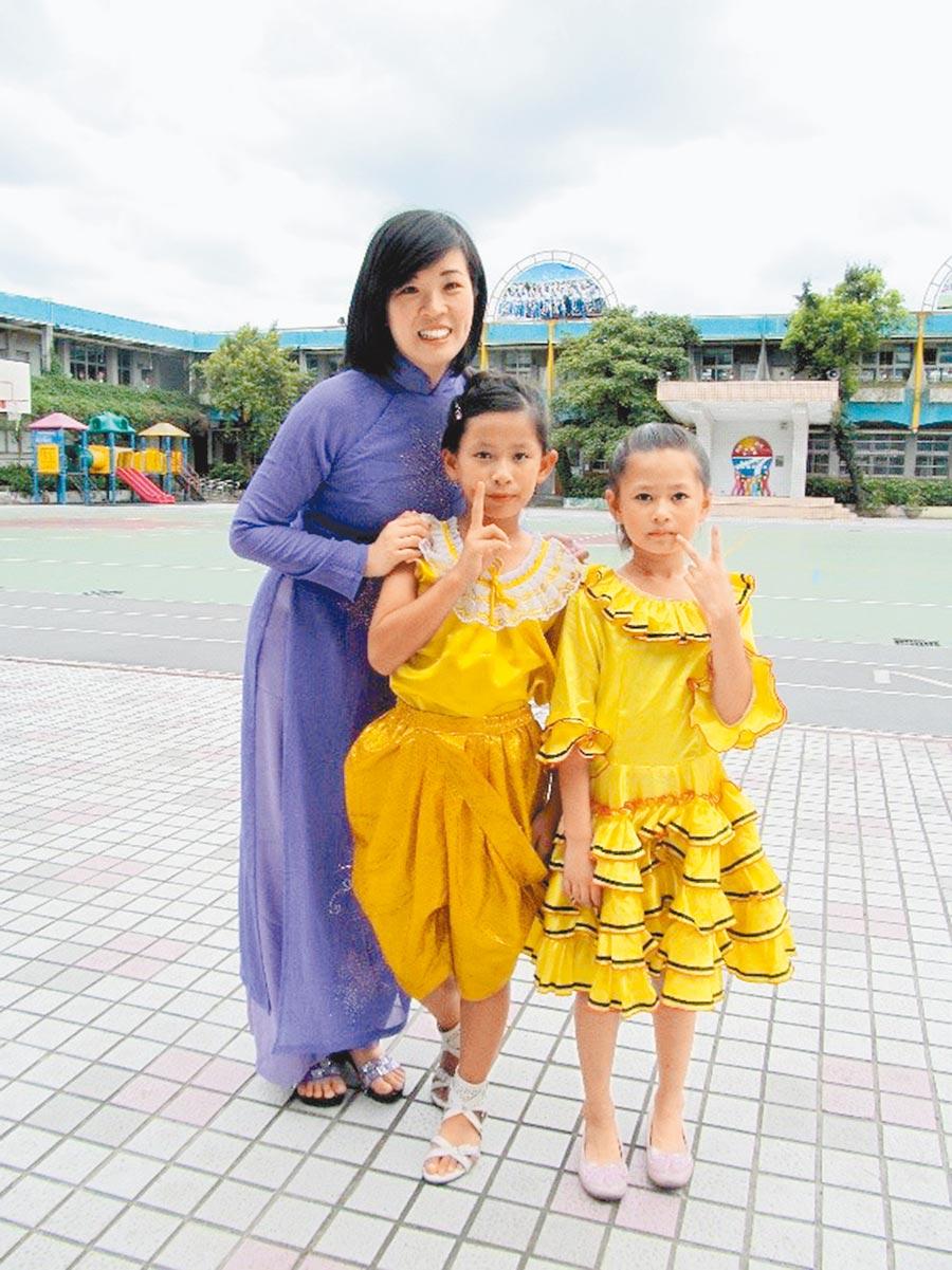 新北市汐止金龍國小主任楊小梅(左)可望成台灣第一位新住民校長。(教育部提供/林志成台北傳真)