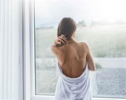 親哥好友意外看光裸體 少女深夜又接變態訊息
