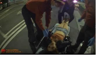 酒醉熱褲辣妹突昏厥 救生員專長警CPR救回一命