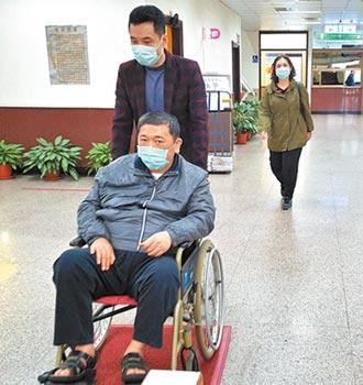 劉邦友血案 唯一活口鄧文昌 坐輪椅應訊
