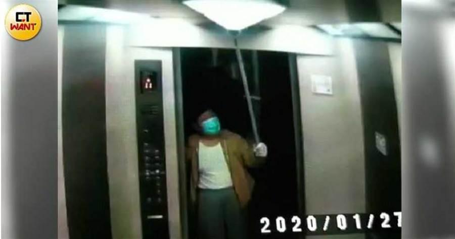 戴崇慶表示,他就是不滿管委會設置監視器,感覺好像在監視他,才會多次搗毀錄影器材。(圖/讀者提供)