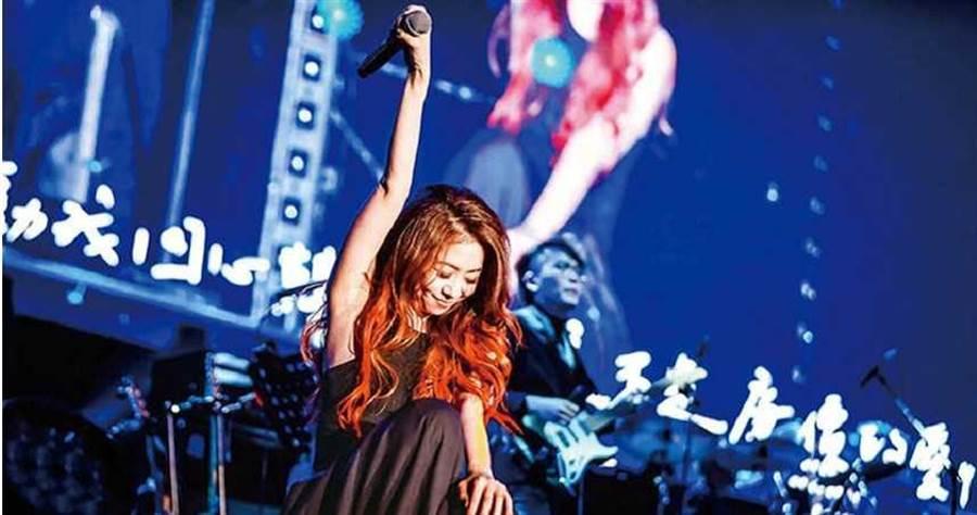 不倫戀爆發後,陳綺貞的世界巡演照常進行,但在台灣目前僅排定8月於台北小巨蛋演出。(圖/添翼音樂提供)