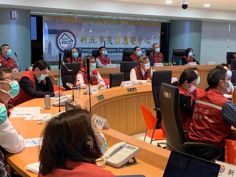 新北市長侯友宜今上午主持第23次新冠肺炎疫情應變會議。(許哲瑗攝)
