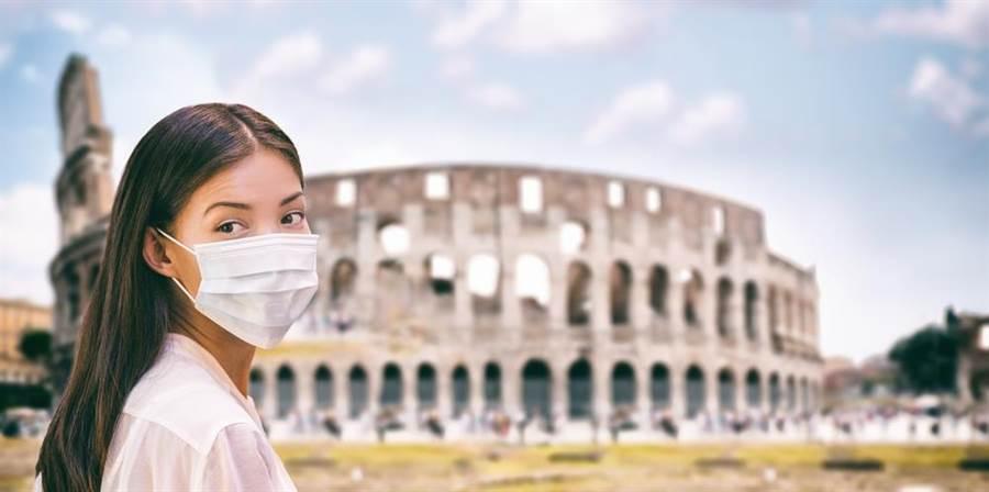 新冠肺炎疫情肆虐,義大利醫控訴,忽視疫情比恐慌更可怕。(示意圖/Shutterstock)