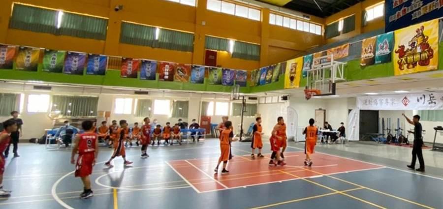 中市國小籃球聯賽登場,共有49校爭全國賽資格。(台中市政府教育局提供/陳世宗台中傳真)