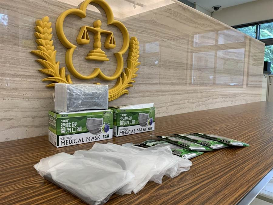 士林地檢署囑託行政執行署士林分署變賣查扣的7000多片口罩,因民眾質疑妥適性緊急喊停。(士林分署提供/李文正台北傳真)