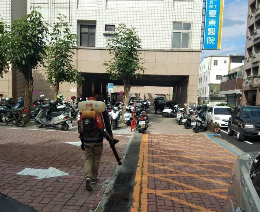 台東醫院高規格消毒。(翻攝照片/楊漢聲台東傳真)