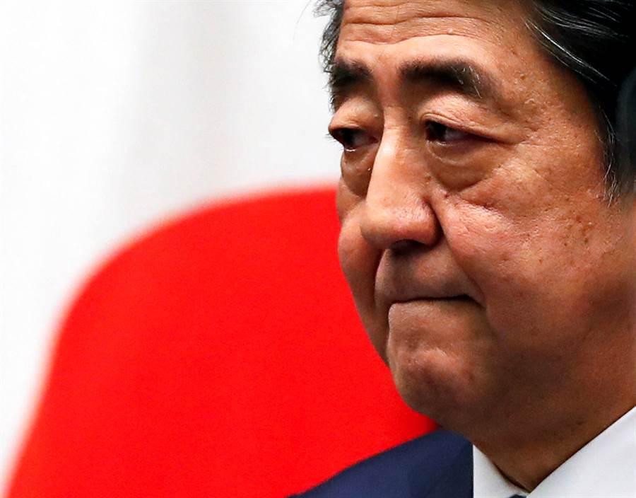 日本政府10日在內閣會議上決定了可由日本首相宣布「緊急事態宣言」的法案,13日可望正式通過立法。(圖為日本首相安倍晉三,路透社)