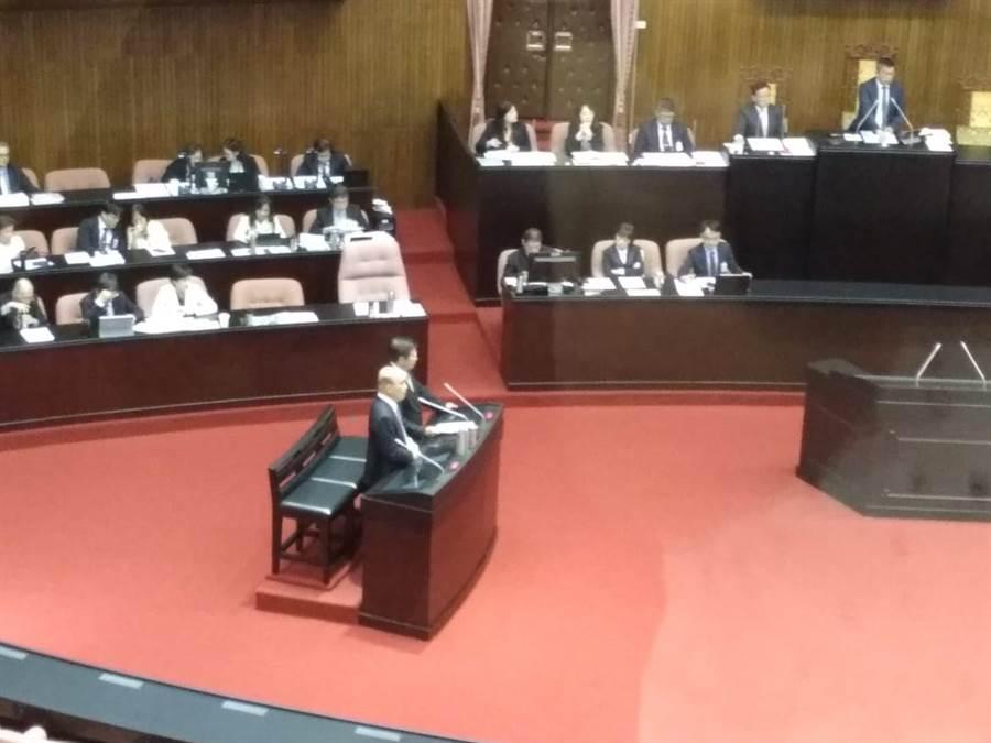 蘇貞昌於立法院接受質詢畫面(記者季節攝)