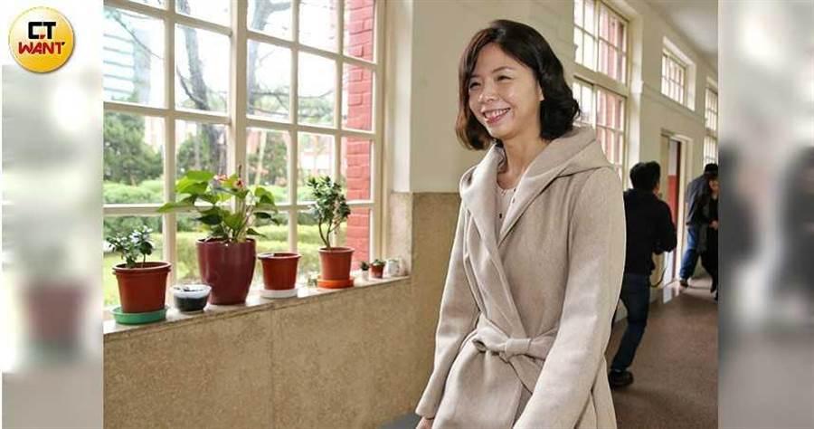 洪慈庸今天就任立法院顧問,她表示目前沒有加入民進黨的規畫,也沒有打算參選台中立委。(圖/鄭清元攝)