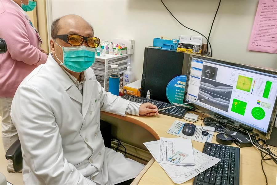 榮總新竹分院眼科醫師岑在增,提醒飼養貓咪的民眾,要特別注意清潔,避免感染弓漿蟲。(院方提供/羅浚濱新竹傳真)