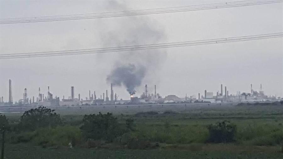 亞聚林園廠10日產生大量黑煙,遭罰10萬元以上罰鍰。(圖/高雄環保局提供)