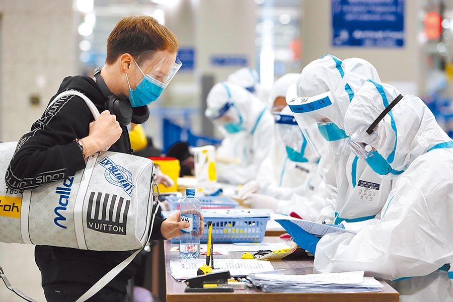 防止疫情「境外輸入」已成全球各國防疫重點。(中新社)