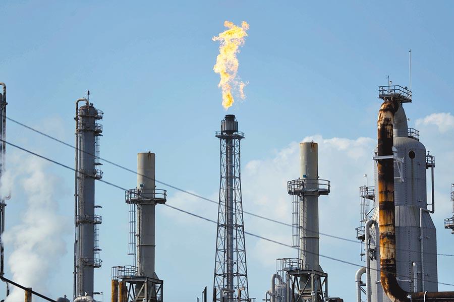 隨著病毒蔓延到更多國家,全球需求進一步減弱,石油價格急劇下跌。(美聯社)