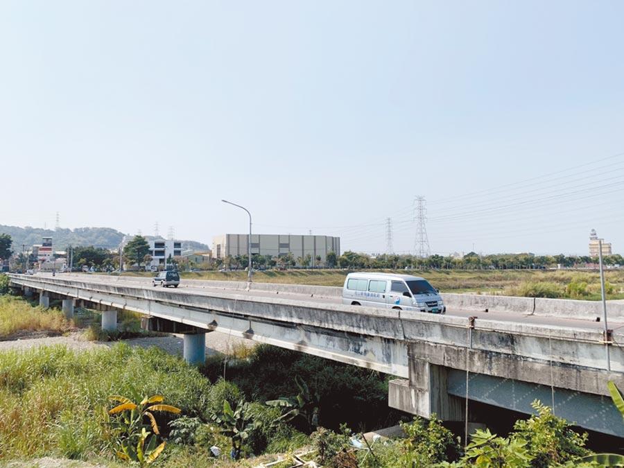 台中市大里區美群橋路寬僅8米,不符需求,地方要求儘速拓寬。(林欣儀攝)