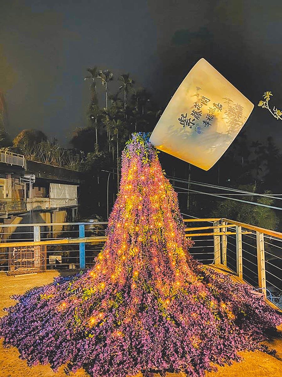 嘉義縣文化觀光局在梅山鄉瑞里村源興宮前廣場設置《捻花舞杯》大型藝術作品。(阿里山國家風景區管理處提供/張毓翎嘉義傳真)