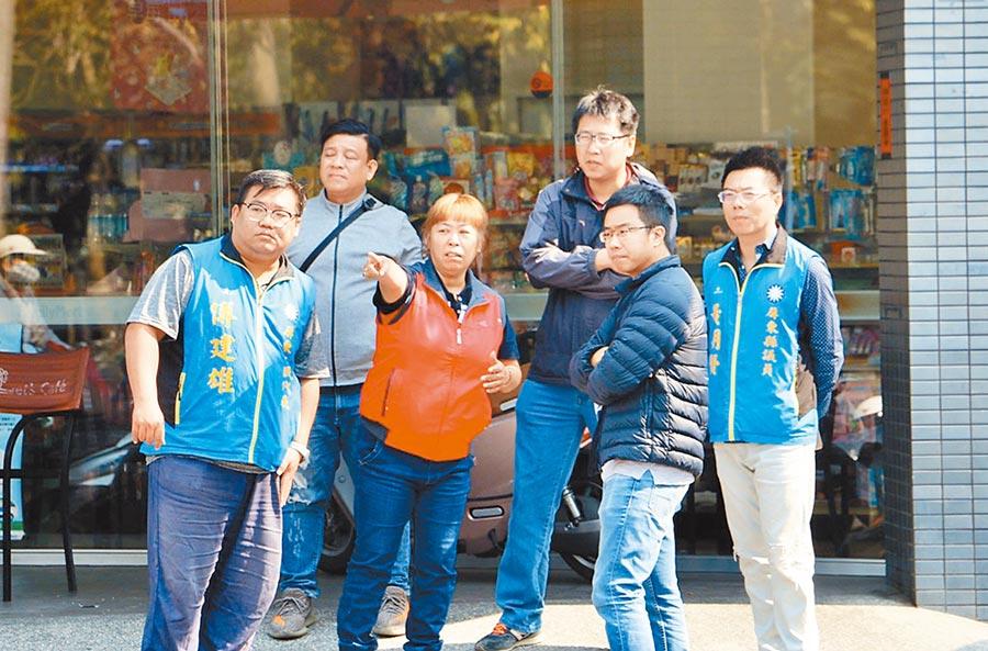 國民黨屏東縣議員黃明賢(右一)啟動政治職場體驗計畫,盼有更多年輕新血加入。(林和生攝)